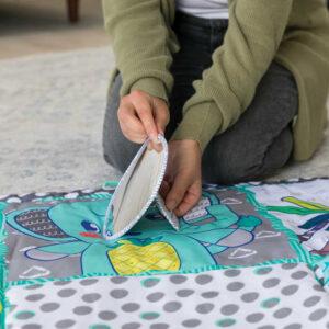 INFANTINO Baby deka hrací MAXI senzorická 122x122cm pro miminko